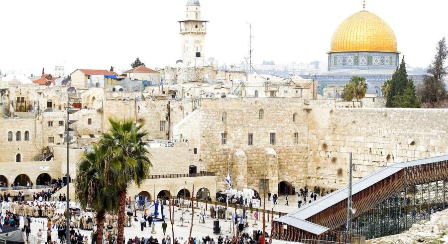 Sabbat lørdag. Ortodokse jøder ved grædemuren.