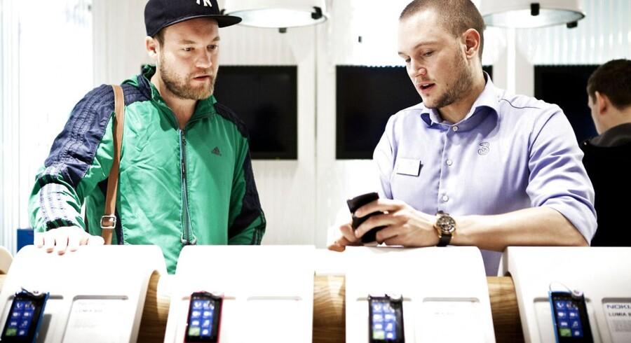 Mobil-, TV- og internetabonnementer er igen bundskraberne hos danskerne, som ikke kan gennemskue, hvad de køber. Men der kommer ikke nye tiltag fra regeringen på den baggrund. Arkivfoto: Camilla Rønde, Scanpix