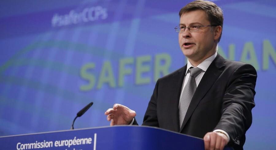 EU-Kommissionens næstformand med ansvar for euroen, Valdis Dombrovskis, konstaterer, at der er større risiko for, at det går værre. Og derfor er der grund til stadig at holde økonomien i stramme tøjler.