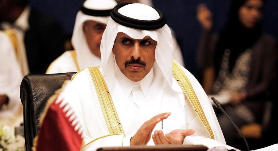 Ifølge guvernøren for Qatars centralbank, Sheikh Abdullah bin Saoud al-Thani, har den lille oile- og gasrige golfstat 340 milliarder dollar på kistebunden. Så indtil videre bider santionernne fra Saudi-Arabien og de tre andre arabiske lande ikke for alvor. REUTERS/Hamad I Mohammed/File Photo