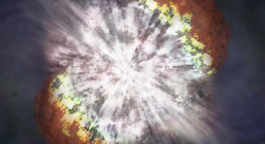 Sådan forestiller man sig, at det ser ud, når en stor og gammel stjerne eksploderer som en supernova. Illustrationen stammer fra den amerikanske rumfartsadministration, NASA.