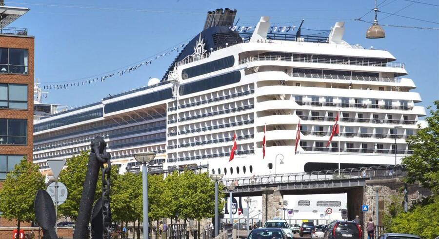 Krydstogtbranchen boomer, og det mærkes i flere af landets storbyer, også København. På billedet kan man se, hvor tæt krydstogtskibene ligger på byen, når de ligger ved kaj på Langelinie i København.