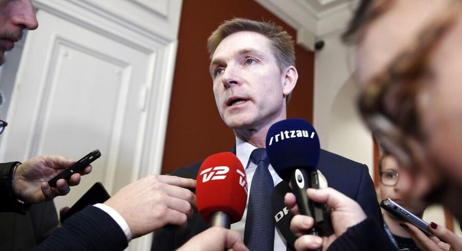 DF formand Kristian Thulesen Dahl taler med journalister på Christiansborg. (Arkivfoto: Liselotte Sabroe/Scanpix 2018)