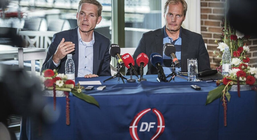 Dansk Folkepartis pressemøde efter sommergruppemødet på Christiansminde Hotel i Svendborg 10. august 2016. Formand Kristian Thulesen Dahl (tv.) og gruppeformand Peter Skaarup (th.). (Foto: Ólafur Steinar Gestsson/Scanpix 2016)