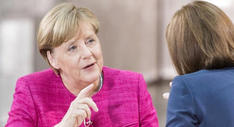 Forbundskansler Angela Merkel gentog i et interview, som blev bragt i en weekendavis, at hun ikke fortryder sin beslutning om at åbne Tysklands grænser for hundredtusinder af flygtninge i 2015.