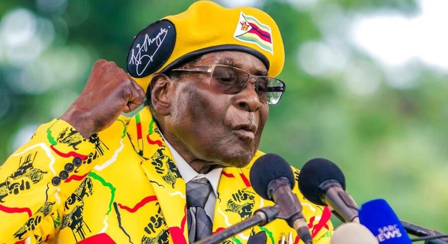 Arkivfoto. Mugabe dukkede fredag formiddag op ved en translokation på et universitet i udkanten af hovedstaden Harare.
