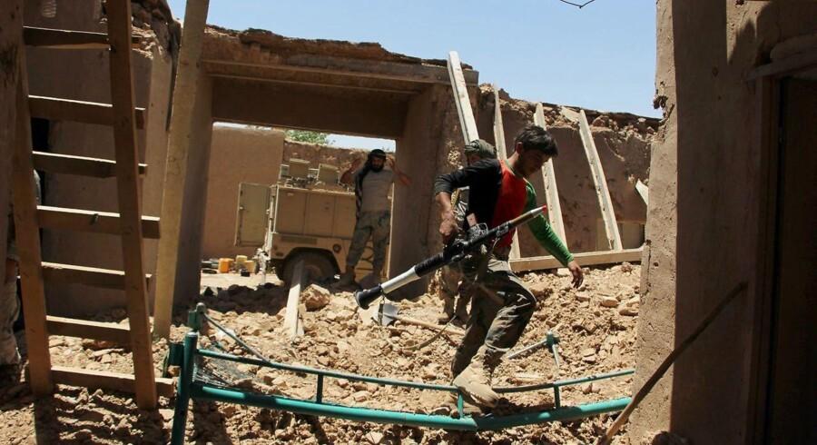 Arkivfoto. Mange sårede ved Taliban-angreb er børn, som befandt sig i en skole ved en moské, da en bilbombe eksploderede.