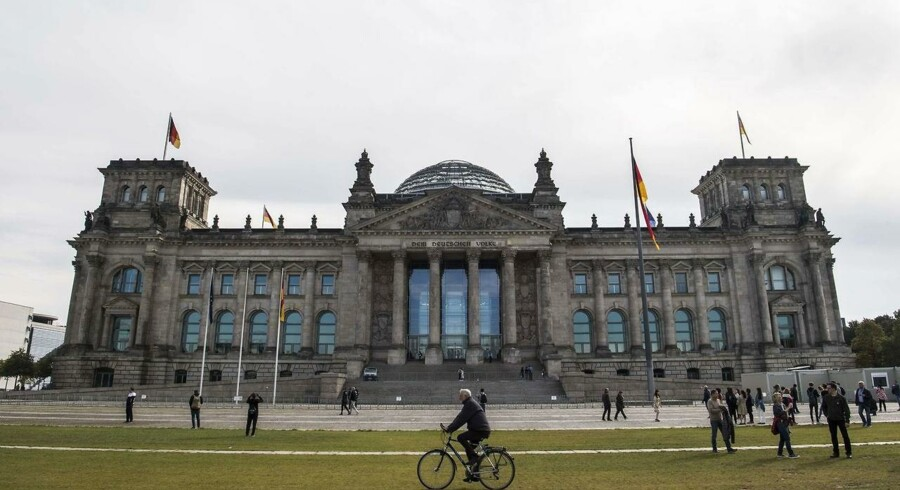 Rigsdagsbygningen i Berlin . / AFP PHOTO / John MACDOUGALL