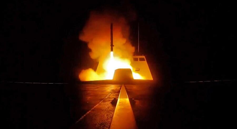 Et fransk krydsermissil affyres natten til lørdag mod Syrien som svar på det formodede kemiske angreb i byen Douma.