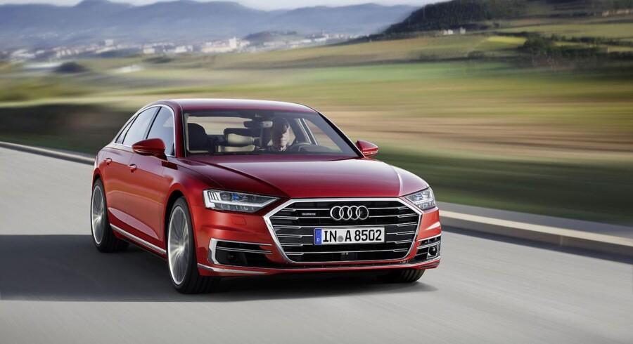 Grillen er mere dominerende end før, og selv om Audi taler om et nyt designsprog, så er den nye A8 et konservativt design - som mange kunder i klassen vil have det