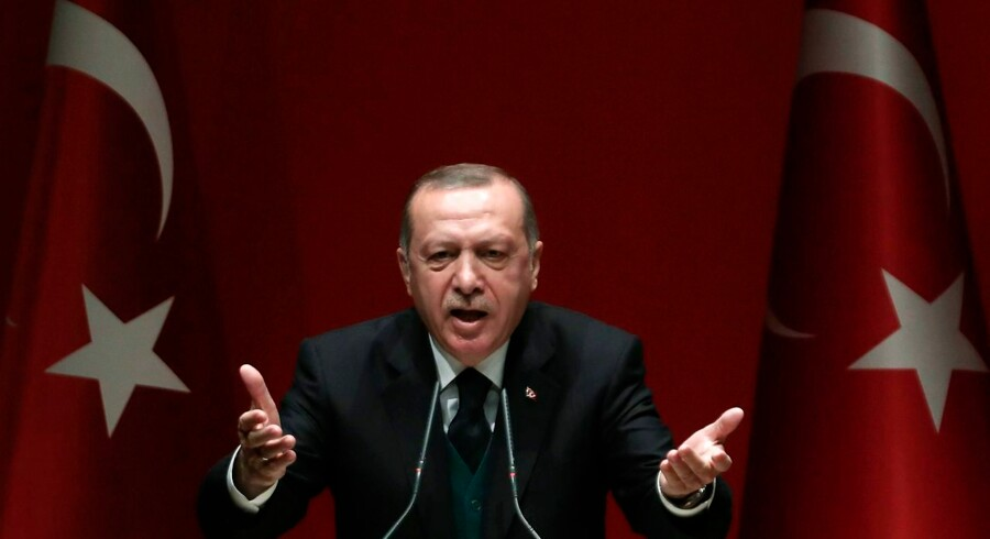 TOPSHOT - Turkish President Recep Tayyip Erdogan makes a speech during Turkey's ruling Justice and Development (AK) Party's provincial chairmen meeting at the party headquarters in Ankara on March 30, 2018. / AFP PHOTO / ADEM ALTAN