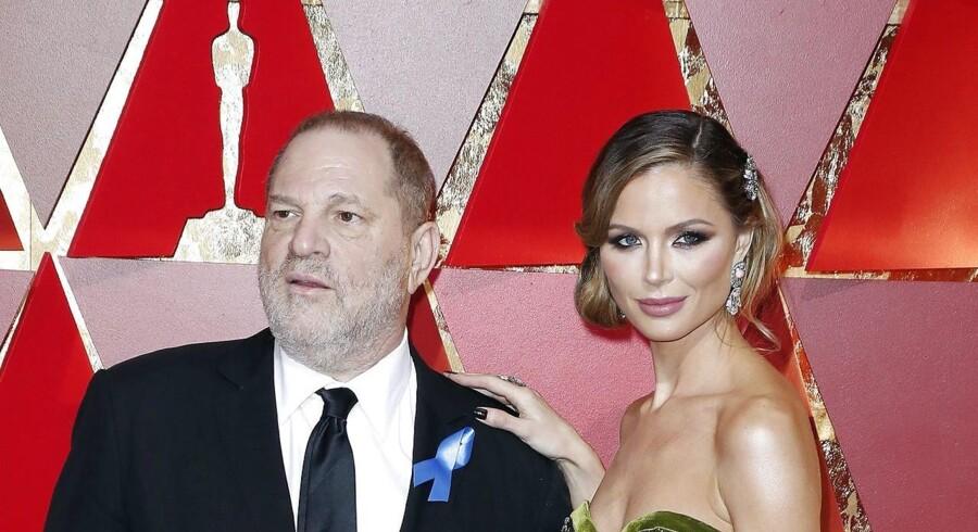 Harvey Weinstein sammen med sin kone Georgina Chapman ved Oscar-uddelingen i februar 2017. Chapman udtalte tidligere på ugen, at hun har forladt Weinstein efter den seneste tids afsløringer.