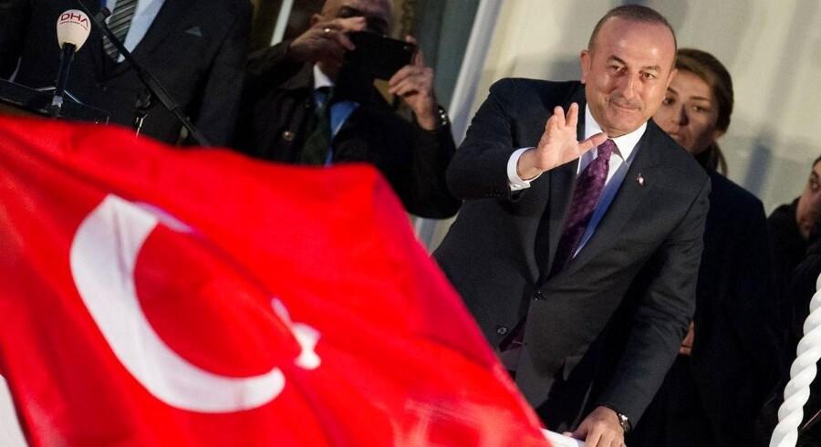 Når Erdogan håner og truer Tyskland, taler han til en bred del af Tyrkiets befolkning og scorer politiske point. Han fremstår som den stærke leder, der ikke lader sig diktere af vestlige ledere.