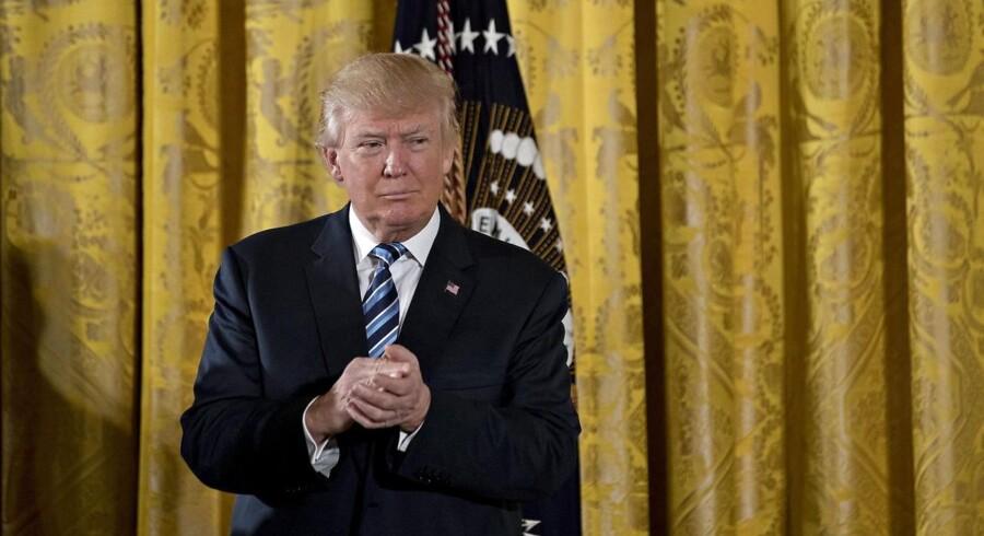 Donald Trump står fast på, at halvanden millioner mennesker overværede hans indsættelsesceremoni, selvom medierne argumenterer for, at det er løgn.