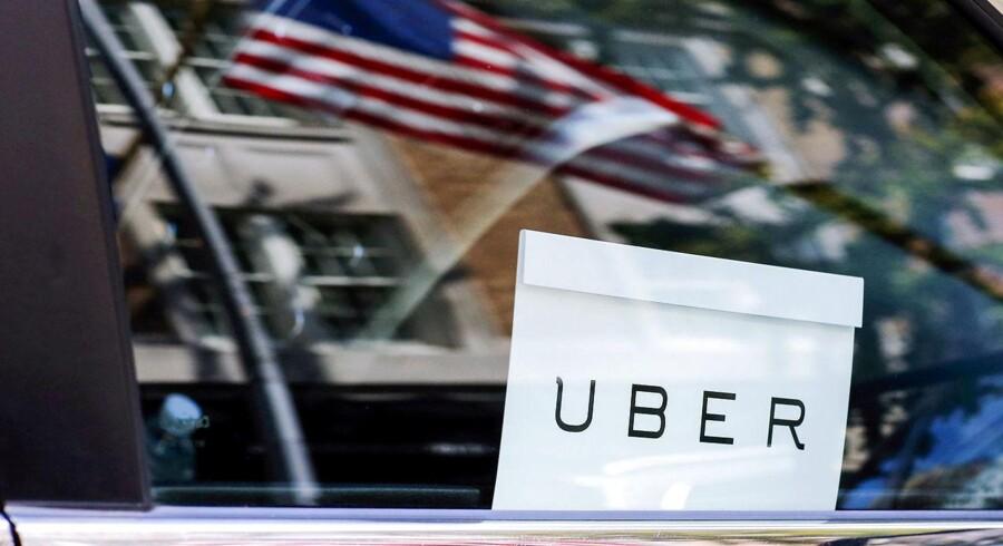 Ifølge Uber er der tale om en samkørselsordning, hvor private bilejere stiller sig til rådighed og kan hyres til en tur, hvor chauffør og passager efterfølgende deler omkostningerne.