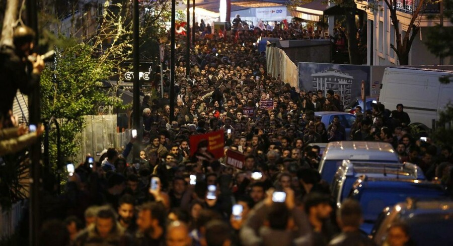 Der har været flere protester mod resultatet af folkeafstemningen. Her fra 18. april.