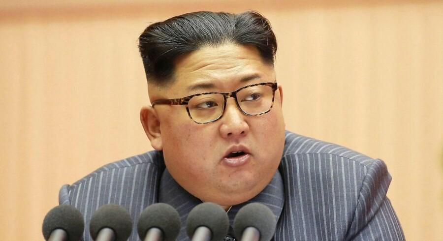 (ARKIV) TOPSHOT - Kim Jong-un vil ikke forlange tilbagetrækning af USA's militærstyrker fra Sydkorea som del af en eventuel aftale om atomafrustning. Det oplyser Sydkoreas præsident.