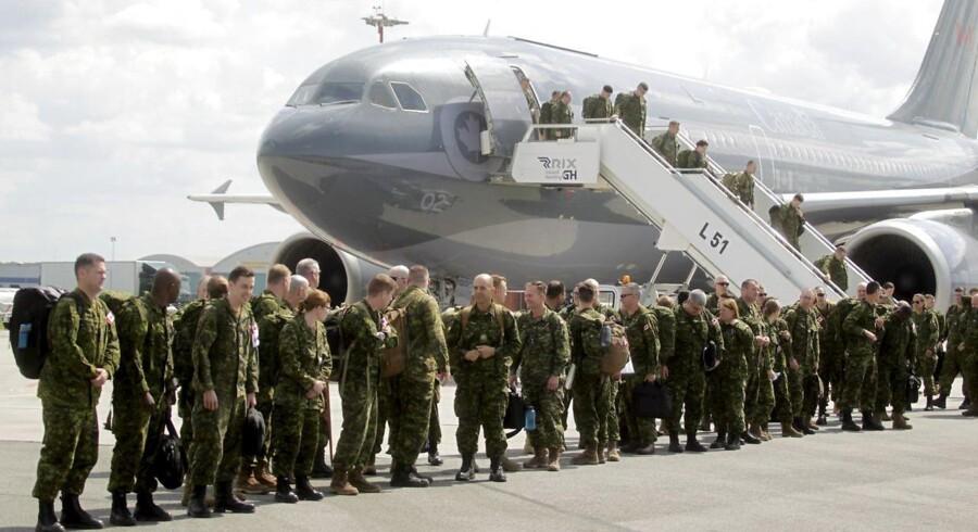 Canadiske soldater ankommer til Riga for at indgå i NATO-styrken i Baltikum.