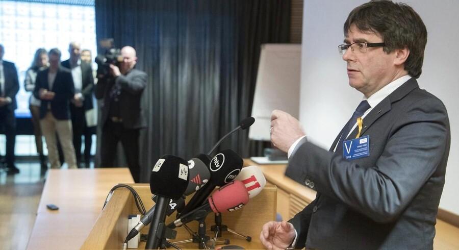 Den 55-årige Puigdemont var tidligere i weekenden i Finland, hvor han blandt andet skulle mødes med finske politikere. Det var planen, at han skulle rejse ud af landet igen lørdag eftermiddag.