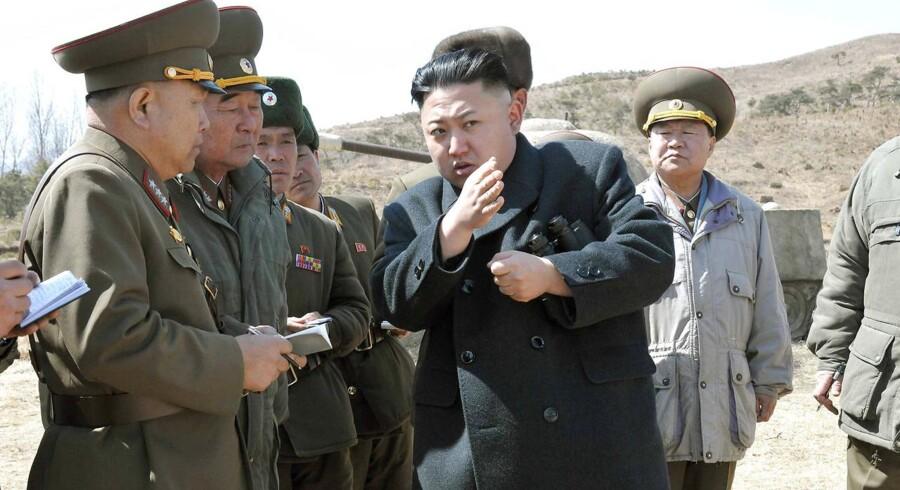 ARKIVFOTO. Nordkoreas leder, Kim Jong-un, instruerer sine generaler.