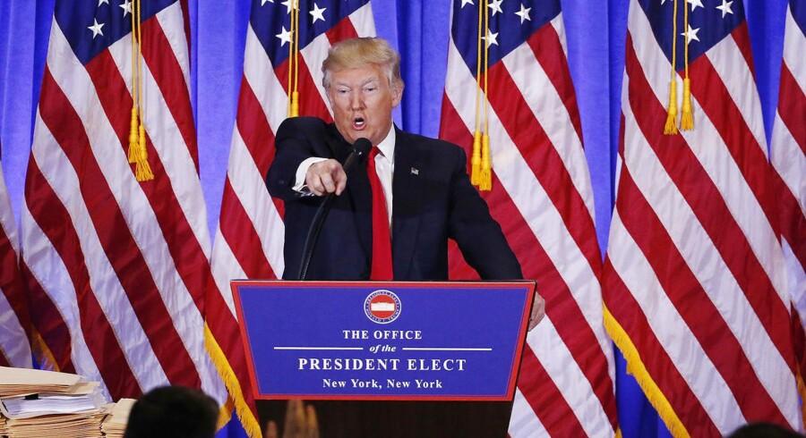 USAs kommende præsident, Donald Trump, ved pressemødet onsdag i Trump Tower, New York City langer ud mod CNN for at have offentliggort ubekræftede oplysninger om en russisk forbindelse til hans valgkamp. Foto: Reuters