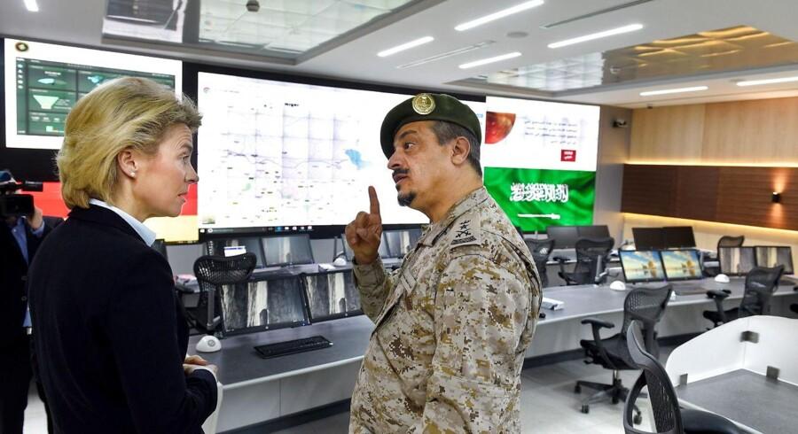 Under et nyligt besøg i Saudi-Arabien nægtede Tysklands forsvarsminister Ursula von der Leyen at imødekomme det islamiske kongedømmes regler for tildækning af kvinder.