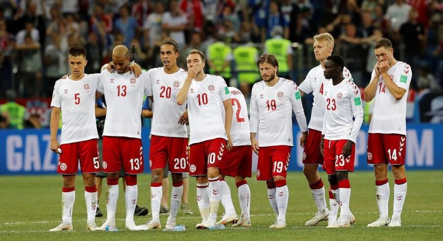 De danske spilere holder vejret under straffesparkskonkurrencen. REUTERS/Darren Staples