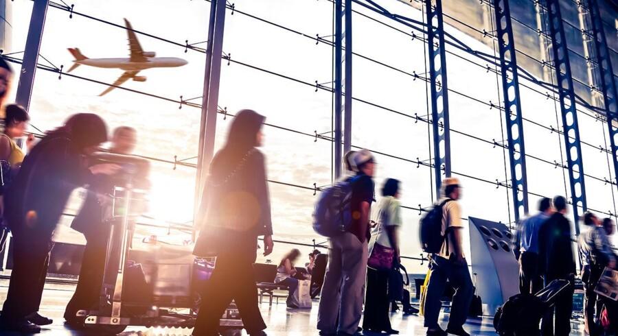 Siden 2013 er gennemsnitsprisen for en flybillet til USA eller Asien faldet med 26 procent, men kan dykket vare ved? Det kommer blandt andet an på olieprisen og nyt isenkram.