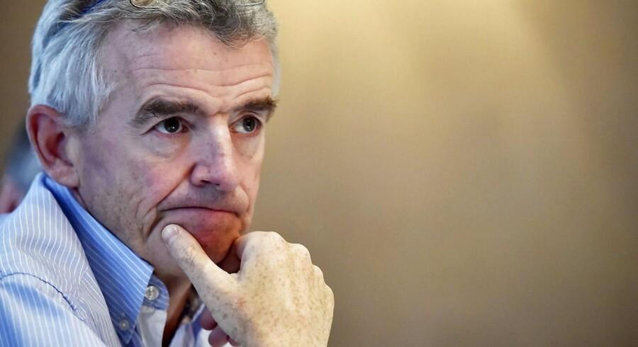 Det irske flyselskab Ryanair kan blive tvunget til at nedjustere forventningerne, hvis prisfaldet på flybilletter tager til. Sådan lyder advarslen fra lavprisselskabets topchef, Michael O'Leary.