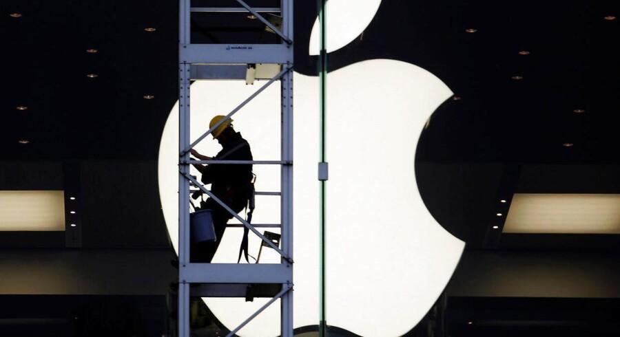 Det var ikke så grelt som ventet blandt regnedrengene hos verdens banker, men elektronikgiganten Apple gik stadig markant tilbage i sit tredje kvartal. Det viser selskabets regnskab, der blev offentliggjort sent tirsdag dansk tid.