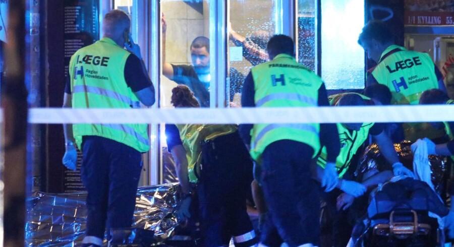 Tilfældige mænd blev ofre for skud ved Den Røde Plads på Ydre Nørrebro klokken 23.30 lørdag 12. august 2017. Unge mænd i begyndelsen af 20'erne uden relationer til bander var ifølge politiet tilfældige ofre for skud. To ofre for skyderi på Nørrebro i København lørdag aften var tilfældige ofre.De to unge mænd har ifølge politiet ikke banderelationer, fortæller chefpolitiinspektør Jørgen Skov. (Foto: Mathias Øgendal/Scanpix 2017)