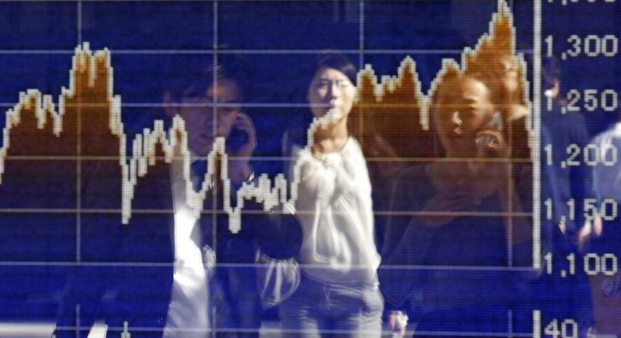 Arkivfoto. Kina må vige pladsen som USA's største kreditor til Japan. For at styrke den kinesiske valuta, renminbi, sælger Kina ud af landets udenlandske valutareserver.
