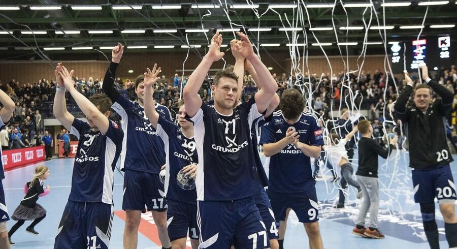 Bjerringbro-Silkeborg vs. Kadetten Schaffhausen 37-32. 2016/17 EHF Men's Champions League Group Phase. JYSK Arena, Silkeborg. Michael V. Knudsen ( 77 BSV) og resten af BSV er klar til 1/8-finalen.