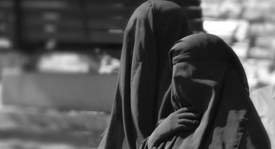 Forretningsmanden Rachid Nekkaz betaler gerne, hvis danske muslimer får bøder for at bære niqab eller burka.
