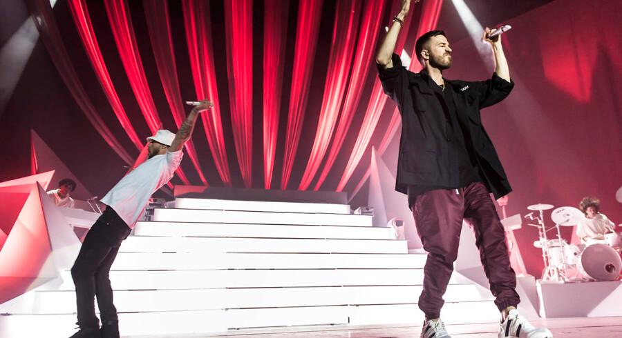 Nik og Jay på scenen i Royal Arena.