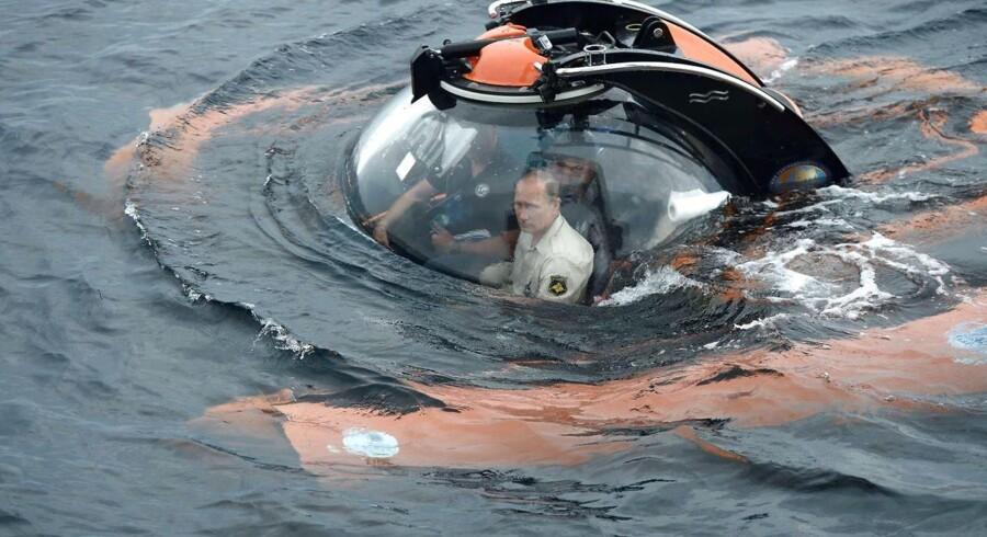Tidligere i dag dykkede Vladimir Putin ned for at undersøge sunkne skibsvrag i Sortehavet. Vi har samlet en række af den russiske præsidents mest actionprægede aktiviteter her.