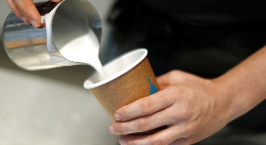 Verdens største føde- og drikkevareselskab, Nestlé, investerer i den amerikanske kaffebar og risteri Blue Bottle, der vurderes til at være mere end 700 mio. dollar (ca. 43,7 mio. kr.) værd.