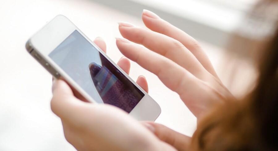Kontaktløs betaling er lige så sikker som vores Dankort, mener eksperter. Men vi skal til at opfatte vores telefon, som vi opfatter vores pung.