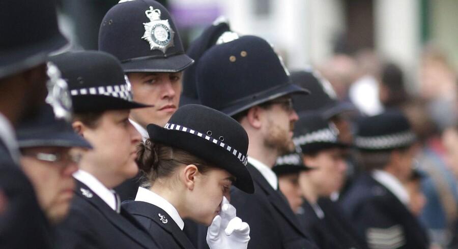 Storbritanniens politibetjente sørger under Keith Palmers bisættelse.