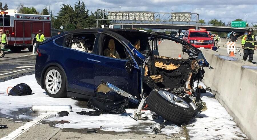 23. marts kørte 38-årige Walter Huang ind i en motorvejsafskærmning på Highway 101 i Californien - det skulle blive startskuddet til en debat, der satte spørgsmålstegn ved blandt andet Teslas autopilot.