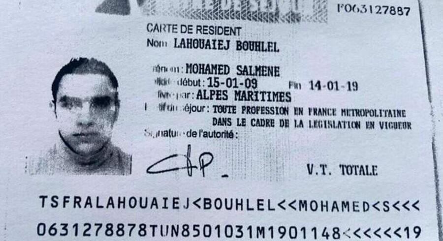 Gerningsmanden bag massakren i Nice, Mohamed Lahouaiej Bouhlel, dræbte over 80 mennesker og sårede et stort antal mennesker, der var forsamlet for at fejre Bastille-dagen. Naboerne i huset, hvor han boede, har ikke meget godt at sige om ham. Foto: Fethi Belaid/AFP og ID-kort fra det franske politi