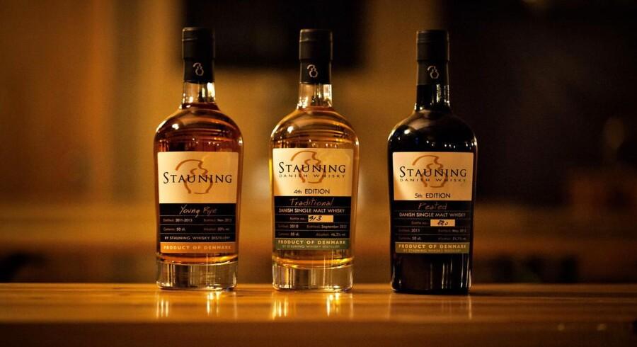 Stauning Whisky i Stauning nær Skjern får et trecifret millionbeløb af verdens største spiritusfabrikant og kan 50 doble produktionen af eksklusiv whisky i Stauning.