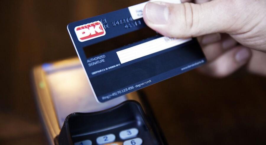 Både Danske Bank, Nordea, Jyske Bank, Sydbank og Handelsbanken har siden 1. januar hævet valutakurstillægget på visadankortet fra 1,0 procent af købsbeløbet til 1,5 procent i Europa.