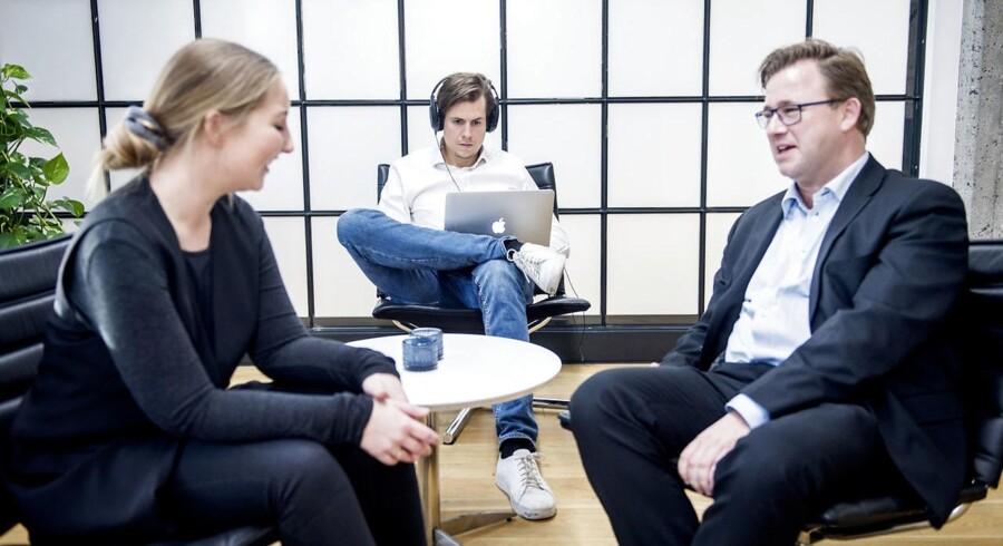 Virksomheden IIH Nordic har indført firedages-arbejdsuge og tildelt medarbejderne adgang til koncentrationsfremmende musik. De er begejstrede for tiltaget. Direktør Henrik Stenmann til højre.