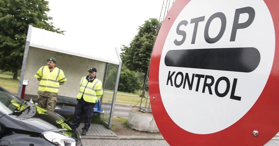 Flere hundrede mennesker er blevet grebet i at forsøge at smugle flygtninge og migranter over den dansk-tyske grænse.