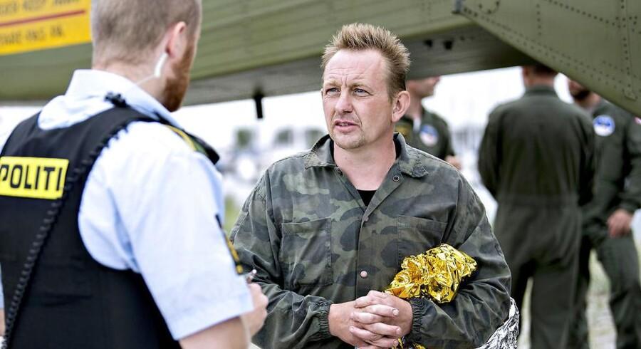 Ubådsejer Peter Madsen kommer i land i Dragør Havn d. 11. august 2017 efter at hans ubåd sank i Køge Bugt.