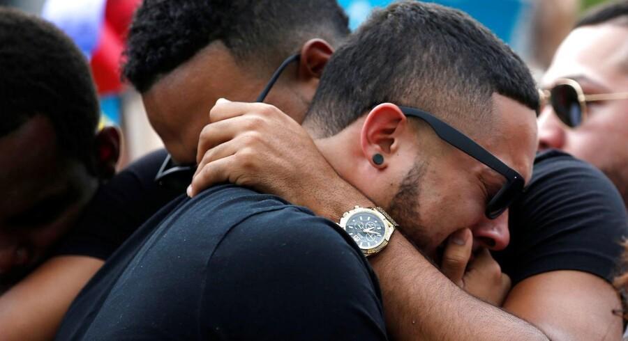 Orlando og resten af verden har været i chock siden massakren på en homo-natklub i byen natten til søndag blev udsat for en massakre. »Jeg tvivler på, at angrebet i Orlando har været direkte orkestreret af Islamisk Stat. Ud fra det, vi ved nu, er det igen et eksempel på det, der kaldes sympati-terrorisme, solo-terrorisme og freelance-jihadisme,« siger terrorforsker Lars Erslev Andersen.