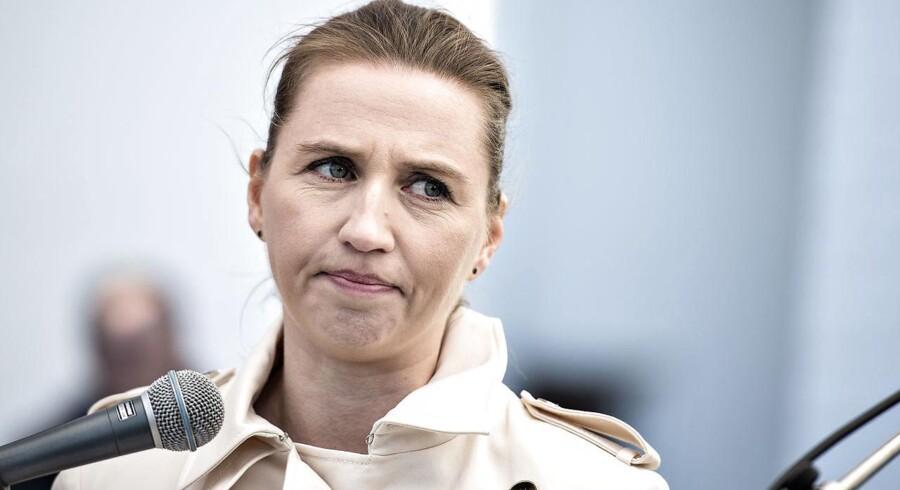 Hvis Mette Frederiksen bliver statsminister, vil hun ikke fjerne den nuværende regerings skattelettelser, mener Hans Engell.