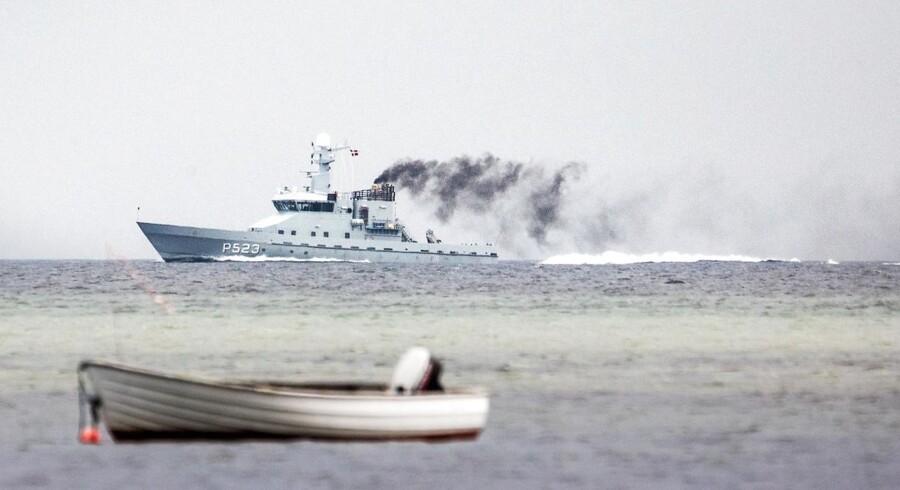 Søværnets patruljefartøj P523 Najaden ved stedet, hvor ubåden Nautilus sank i fredags. Ubåden er bjerget, men i den fandt man ikke den forsvundne svenske journalist, Kim Wall.