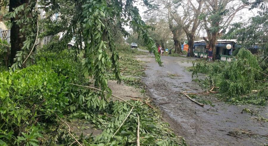 I alt er flere end 160.000 mennesker berørt af cyklonen Avas hærgen. Mindst 20.000 mennesker er fordrevet fra deres hjem på grund af kraftig regn og oversvømmelser. Reuters/Social Media